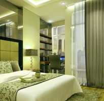 Спальня с темно зелеными обоями