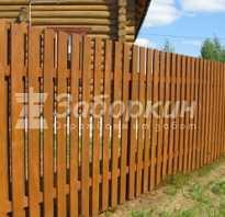 Забор на фасаде частного дома